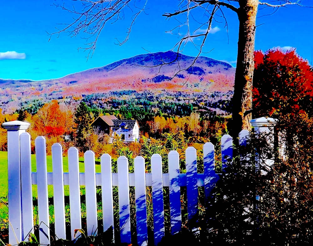 DOUGS-PICTURES VT-WHITE-FENCE-HOUSE-BURKE-MTN-2013 PICTURE BY DOUGLAS K. POOR dd-TV.com